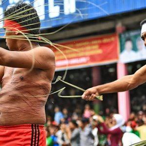 4 Tradisi Ekstrem di Maluku Yang Bikin Kamu Merinding