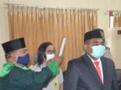 M. Husain Salampessy dilantik sebagai PPAT di ruang kerja Kepala BPN Kota Ambon, Senin (18/1). Foto: Humas BPN Kota Ambon.